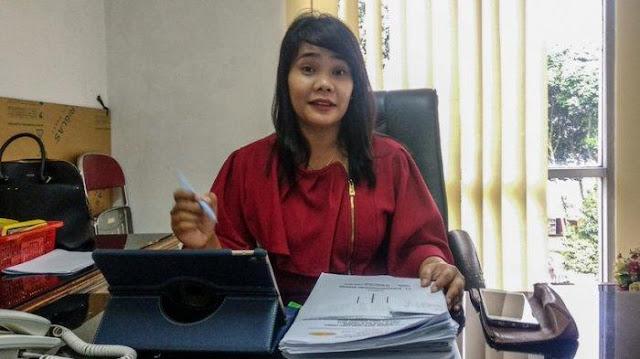 Kasubbag Humas RSUP H Adam Malik, Rosario Dorothy ditemui di ruang kerjanya, Rabu (19/12/2018).