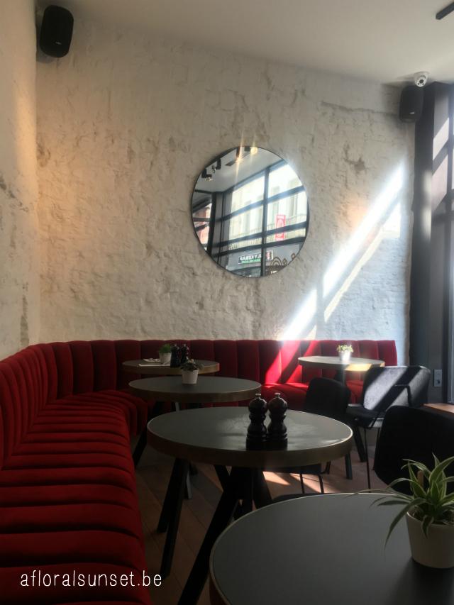 Bar Riga: nieuwe hotspot in Antwerpen - a floral sunset