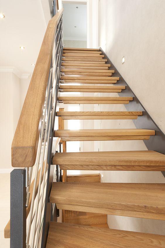 Chuyên sửa cầu thang gỗ Hà Nội