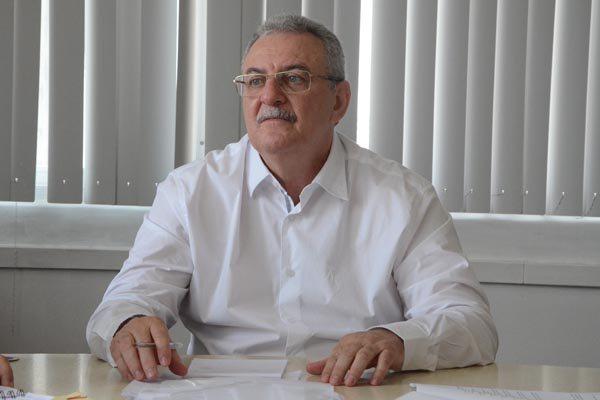 """SECRETÁRIO DE SAÚDE """"PIADO"""" FEITO GALINHA"""