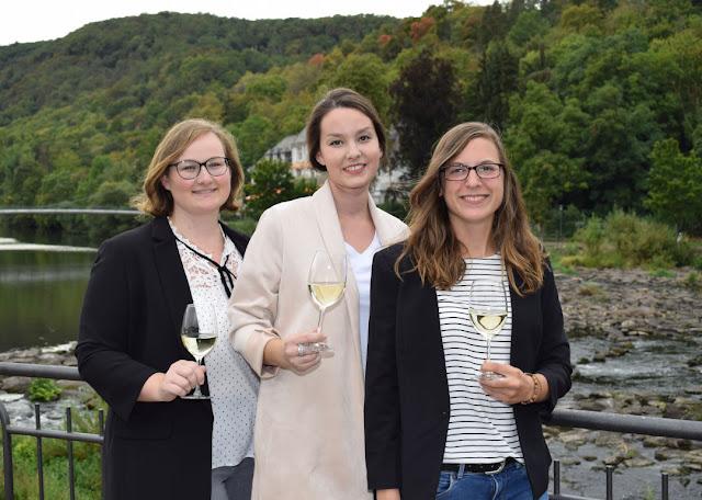 Die angehenden Naheweinmajestäten 2019/2012 (v. l.): Laura Tullius aus Sommerloch, Nina Schönbein aus Bad Münster am Stein-Ebernburg und Rebecca Schramm aus Monzingen.