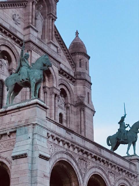 Sacre-Coeur-Statues