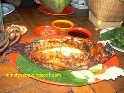 FISH: This is my favorite grilled fish menu Really good. There are only three types of sauce. grilled fish what is this name? Photo of Asep Haryono