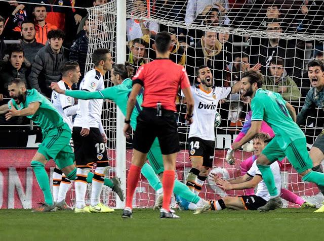 FÚTBOL: Benzema salvó un punto en el final del encuentro.