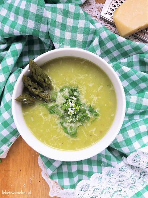Zupa szparagowa z parmezanem przepis