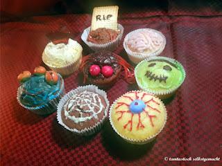 acht-Muffins-mit-verschiedenen-Halloween-Toppings
