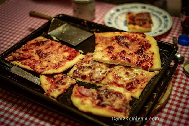 Wakacje w Marradi zima Dom z Kamienia pizza
