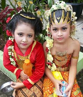 Contoh Kebaya Pengantin Anak Perempuan untuk Hari Kartini