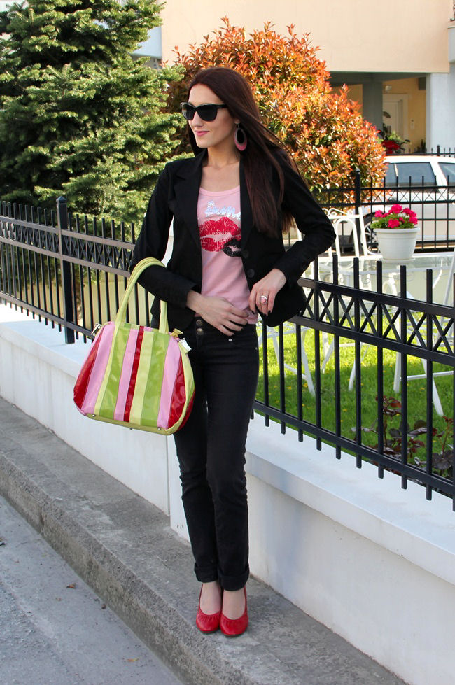 pink shirt red shoes black jeand black blazer outfit