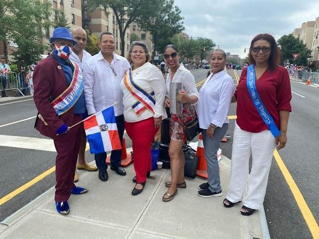 Tras el encierro por el Covid 19, dominicanos salen a celebrar el 32 aniversario de Gran Parada Dominicana del Bronx.