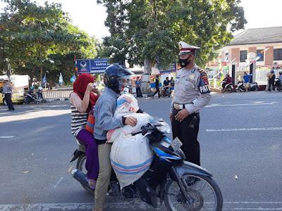 Satlantas Polresta Mataram Himbau Pengendara Gunakan Masker
