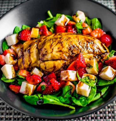 STRAWBERRY CAPRESE SALAD WITH BALSAMIC CHICKEN