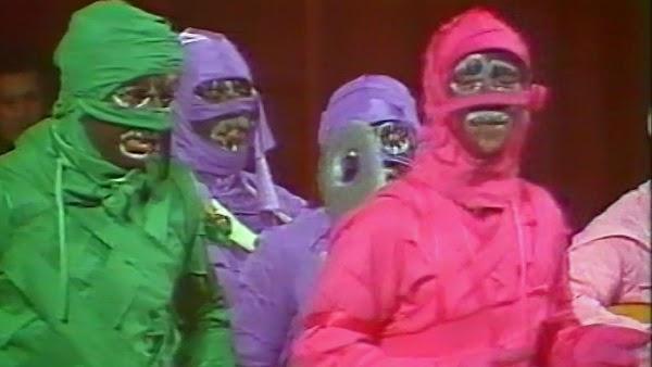 """Pasodoble con letra """"Vivo en una casa"""". Chirigota """"Las Momias de Güete pa' Güa los Niños"""" (1986)"""
