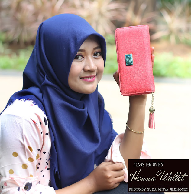 Sesi Foto Jims Honey Henna Wallet