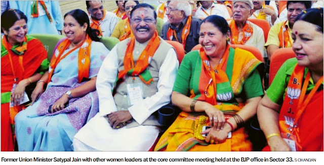 Former Ex-MP & Additional Solicitor General Satya Pal Jain with other women leaders at the committee meeting held at the BJP office in Sector 33
