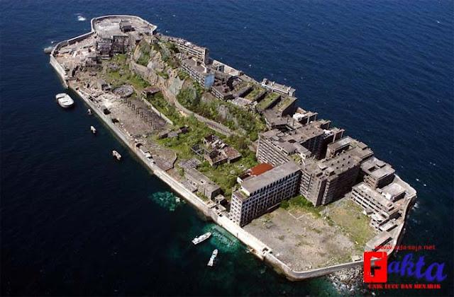 Kota Gunkan jima terletak di pulau yang menyeramkan dan juga angker