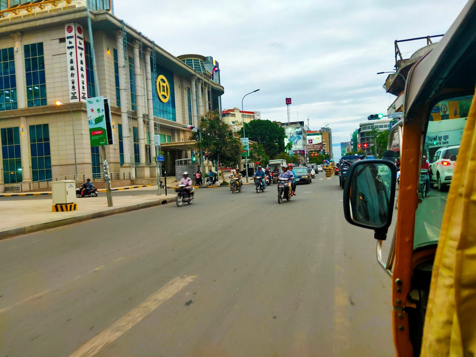 tuk tuk phnom penh