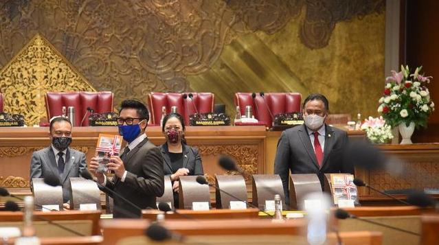 Drama Mik Mati Omnibus Law, Demokrat Sindir Tangisan Puan