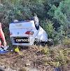 Veículo capota na entrada de Barroquinha ao tentar desviar de buraco