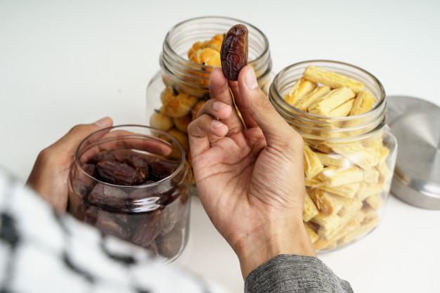 Makan dan Minum Karena Mengira Sudah Maghrib, Apakah Puasanya Batal?