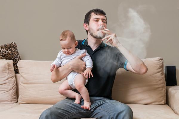 اثر التدخين في ثلويث البيئة المنزلية