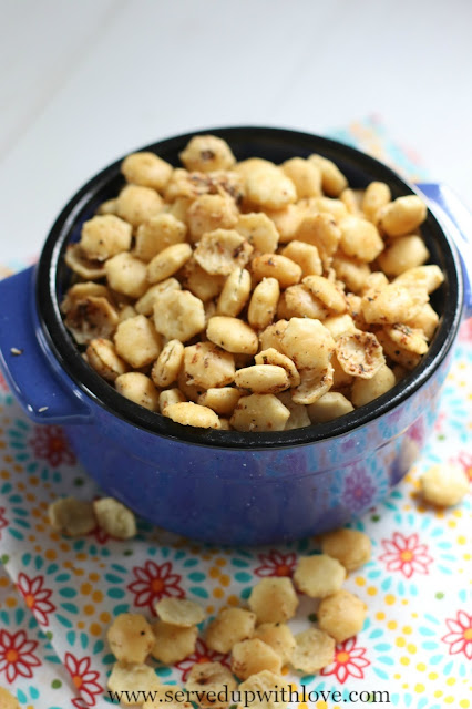 Seasoned Soup Crackers in blue bowl recipe from Served Up With Love