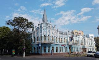 Черкаси. Відділення Укрсоцбанку. Колишній готель «Слов'янський». Архітектурна візитівка міста