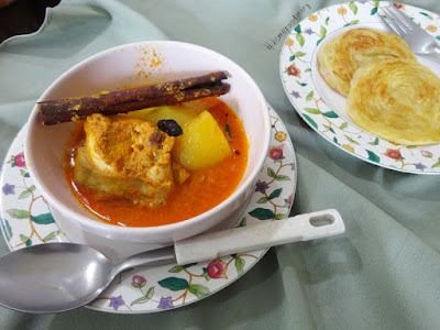 Chicken Curry With Potatoes || homefoodstory.blogspot.com