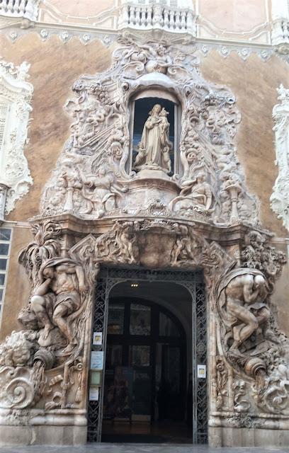 portale barocco del museo della ceramica di valencia