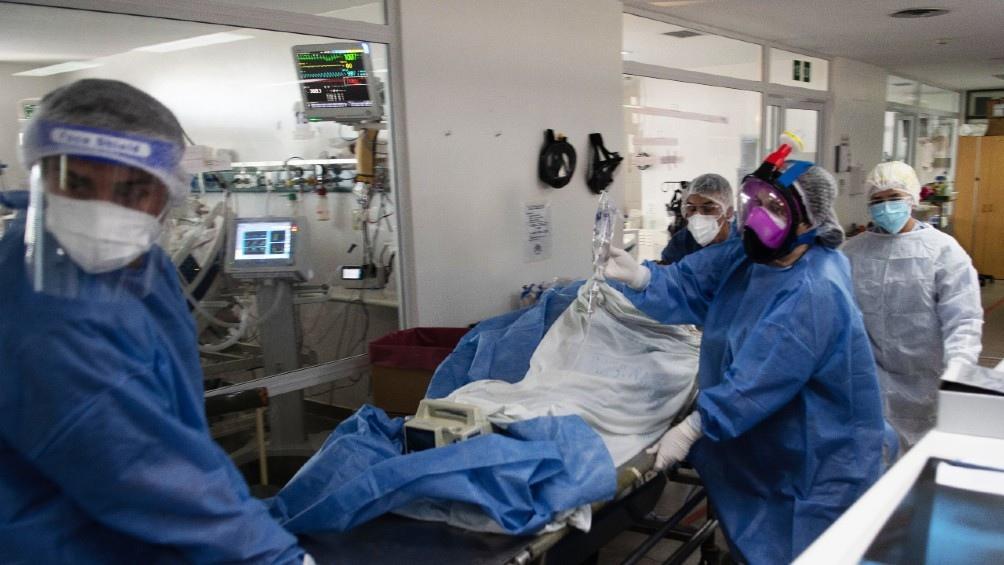 """Jefe médico del Muñiz: """"No veo que a partir de Mayo se levanten las restricciones"""""""
