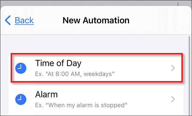 """في iPhone Shortcuts ، انقر على """"الوقت من اليوم""""."""