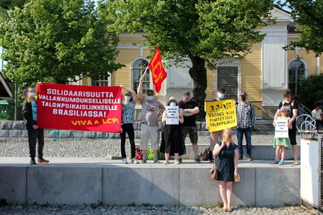 DO OUTRO LADO DO MUNDO: Marcos Rocha é alvo de protesto em manifestação promovida na Finlândia