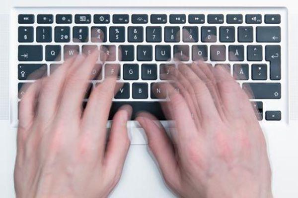 تعلم الكتابة بسرعة دون النظر في لوحة مفاتيح حاسوبك مع هذه المواقع الرائعة