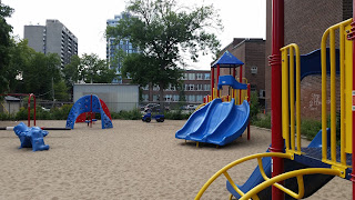 Huron-Washington Parkette: Downtown Toronto Park 4