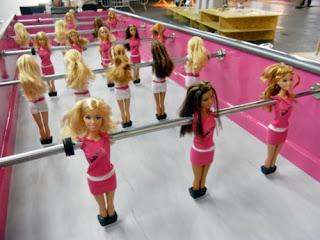 Barbies en fútbol de mesa