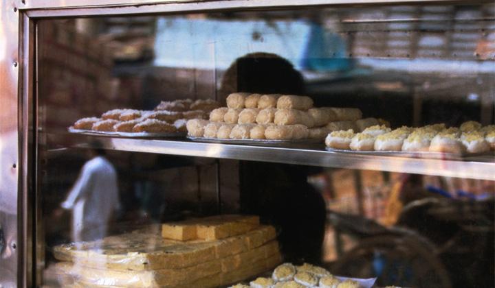 नकली और मिलावटी मिठाईयां बिक रहीं, खाद्य और स्वास्थ्य अधिकारी खामोश, तमाशा देख रहे
