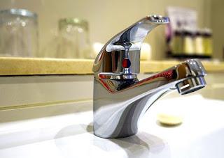 Cara memperbaiki kran air plastik yang sering rusak