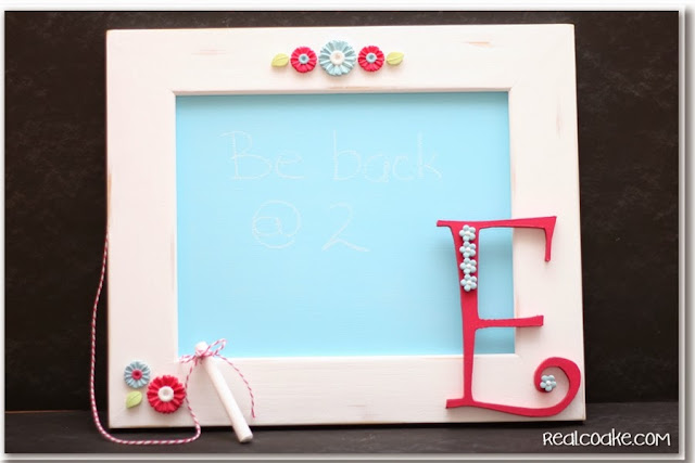 Cute message board with tutorial made using chalkboard paint and #ModMelts from #RealCoake. #Crafts #DIY #MessageBoard