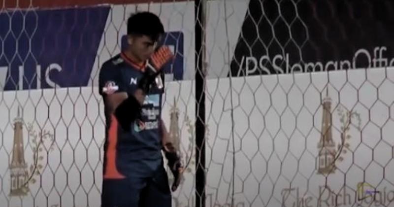 Viral! Netizen Puji Kiper Muda Borneo FC Tidak Malu Buat Tanda Salib