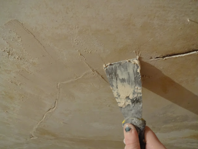 filling ceiling cracks