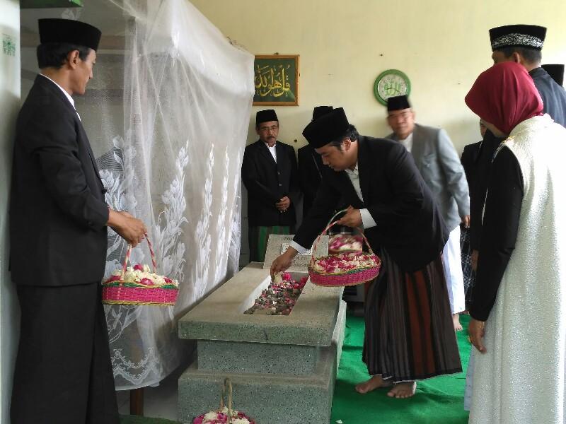 Kyai Ngarpah adalah Tumenggung Setjonegoro. Makam beliau berada di Dusun Ciledok, Desa Ndempel, Kalibawang, Wonosobo