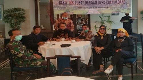 Mastilizal Aye Ungkap Rentenir Jerat UMKM dan Pedagang di Padang
