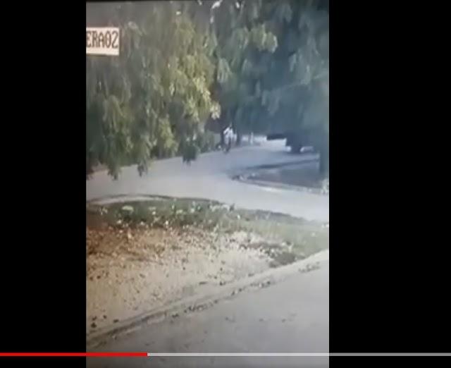 Barahona, Ver vídeo  en el  momento en que motoconcho es impactado por vehículo