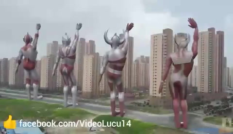 Video Lucu Ultraman Joget Tinggal Turun Naik - Bikin Ngakak