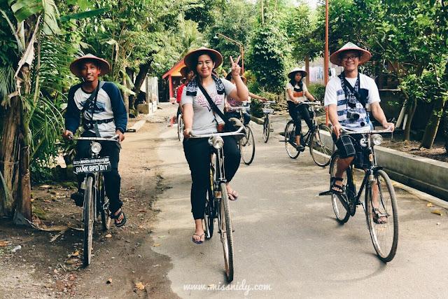 keliling desa wisata kebon agung jogja naik sepeda ontel