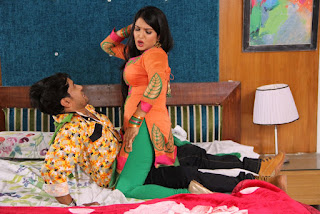 Bhojpuri Actress Amrapali Dube and  Dinesh Lal Yadav Nirahua Hot Pose HD Wallpaper