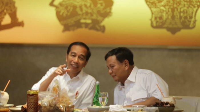 Joko Widodo dan Prabowo Selvi Bersama Saat Usai Pertemuan