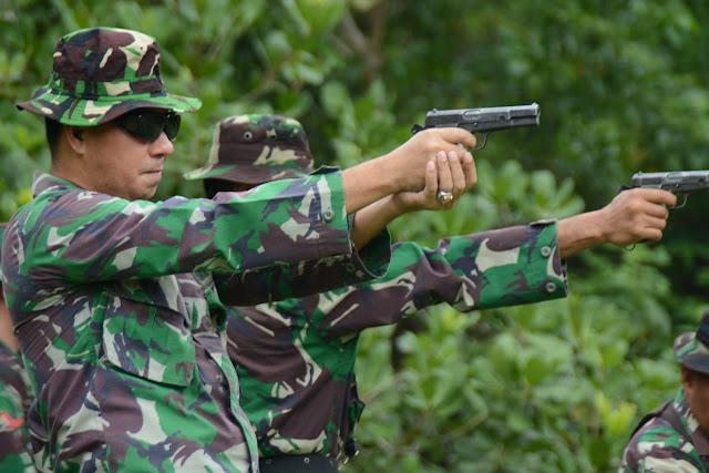 Personel Makorem dan Balakrem 141/Tp Ikuti Latihan Menembak