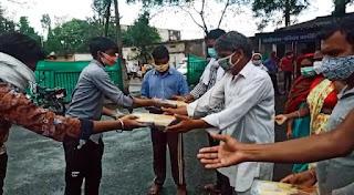 45 दिनों से आदिशक्ति दुर्गापीठ एवं श्रीराम भक्त हनुमान मंदिर समिति भोजन प्रदान कर रही
