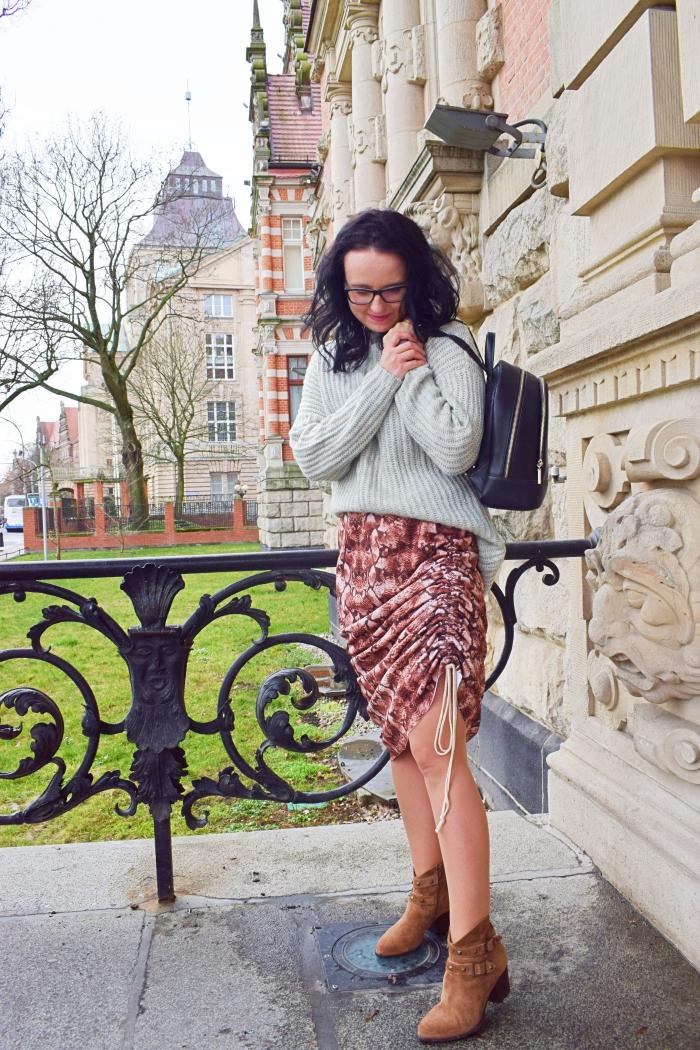 DIY - Jak uszyć spódnicę z marszczonym bokiem?
